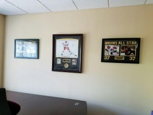office-decor-sports-memorabilia-001